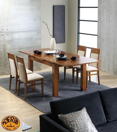 Mesa rectangular y sillas